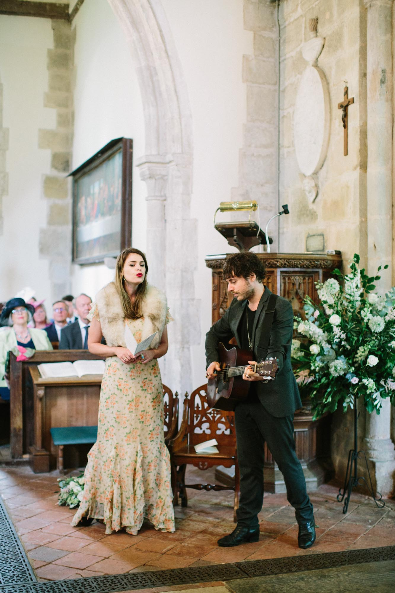 Acoustic singers during wedding ceremony