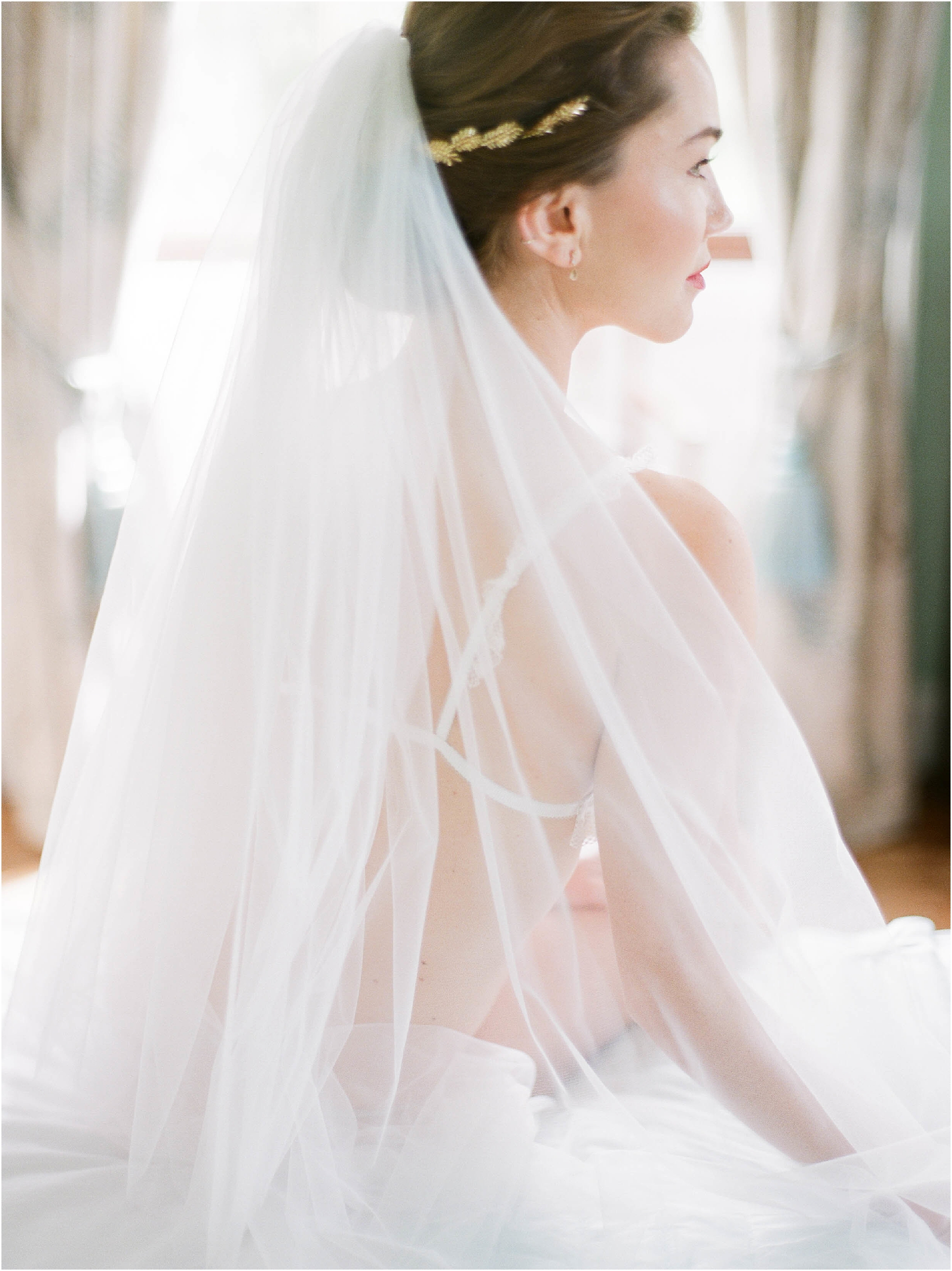 Details of veil on bride